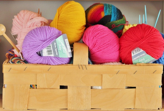 wool-knit-knitting-needles-basket-48199